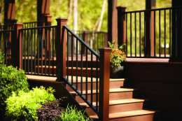 transcend-decking-signature-railing-tiki-torch-stair